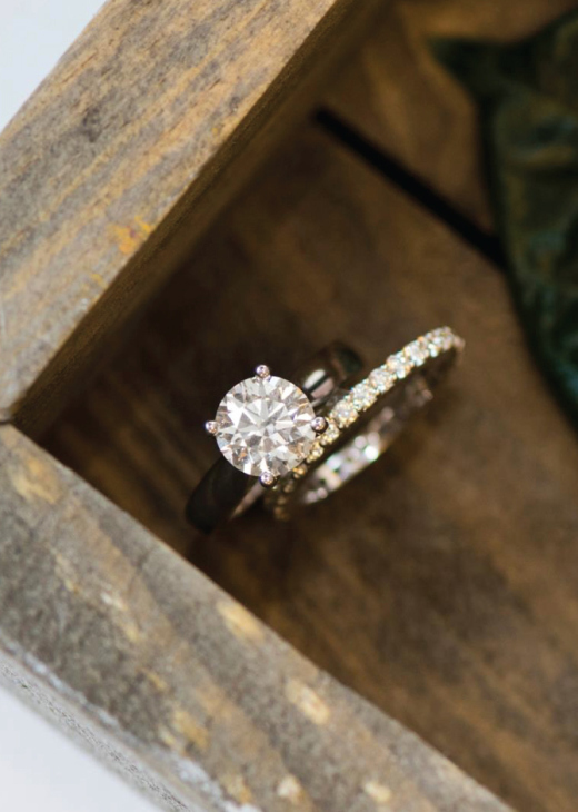 Round engagement ring with band